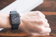 Apple observent la série 3 GPS photos libres de droits