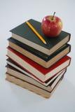 Apple och blyertspenna på bokbunt Royaltyfria Foton