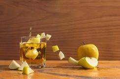 Apple och exponeringsglas Arkivfoton