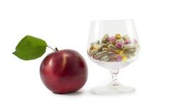 Apple och pills Royaltyfri Bild