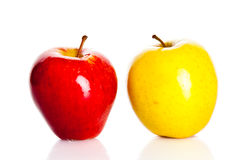Apple odizolowywał na białych tło owoc zdrowym odżywianiu Obrazy Royalty Free