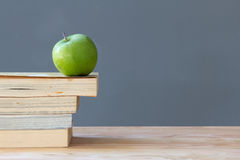 Apple on the old textbook Royalty Free Stock Photos