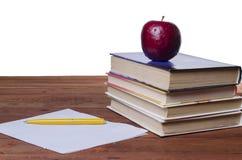 Apple op het handboek Stock Foto