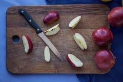 Apple op houten achtergrond Royalty-vrije Stock Afbeelding