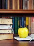 Apple on the open book Royalty Free Stock Photos