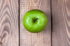 Apple på en bästa sikt för träbakgrund Fotografering för Bildbyråer