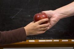 Apple para el profesor - variación del apretón de manos Imagen de archivo libre de regalías