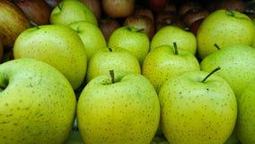 Apple para la venta en el mercado imágenes de archivo libres de regalías