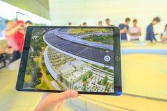 Apple parquea el nuevo HQ del campus imagen de archivo