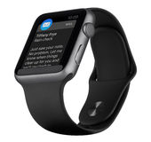 Apple passen Raum Gray Aluminum Case des Sport-42mm mit schwarzem Band auf Stockfoto