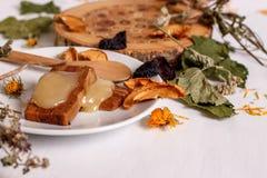 Apple-pastillas, honing, gedroogd fruit op een witte lijst Royalty-vrije Stock Afbeeldingen