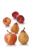 Apple, pera isolata su bianco Immagini Stock Libere da Diritti