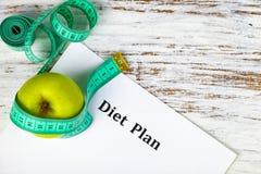 Apple, piano di dieta e nastro di misurazione Immagini Stock