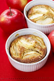 Apple pie in ceramic bowl Stock Photos