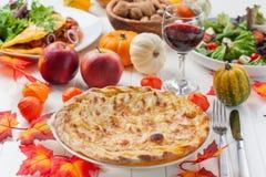 Apple pie eller syrligt med rött vin Arkivfoto