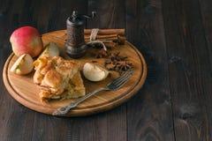 Apple pie ingredients - fresh apples, cinnamon sticks and sugar Royalty Free Stock Photography