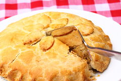 Apple pie slicing outdoor 5 Royalty Free Stock Photos