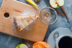 Apple pie,  tea and apple on a  table Royalty Free Stock Photography