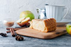 Apple pie,  tea and apple on a  table Royalty Free Stock Images