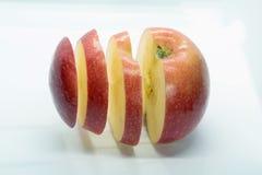Apple pokrajać unosić się w powietrzu obrazy royalty free