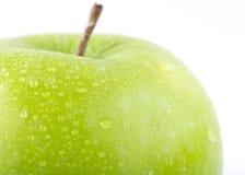 Apple portent des fruits avec des baisses de l'eau d'isolement Photo stock