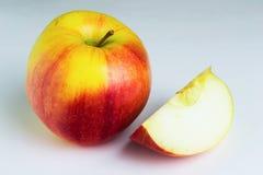 Apple portent des fruits sur le fond blanc Photographie stock