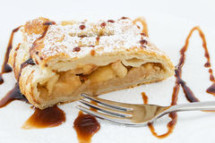 Apple and raisin strudel Royalty Free Stock Images