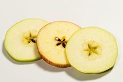 Apple rebanado con el centro de la estrella de las pipas fotos de archivo libres de regalías
