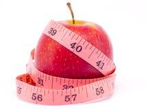 Apple rojo con la cinta de la medida Imagen de archivo libre de regalías