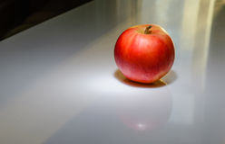 Apple rojo para el desayuno Fotos de archivo libres de regalías