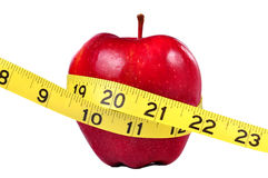 Apple rojo y cinta de medición Imagenes de archivo
