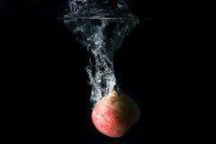 Apple-rood isoleerde zwarte Stock Foto