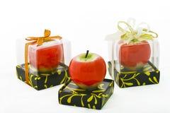 Apple rosso esamina in controluce Immagine Stock