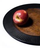Apple rosso su una zolla. Immagine Stock