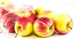 Apple rouge à l'arrière-plan blanc Images libres de droits