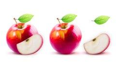 Apple rouge et leafe d'isolement avec le chemin de coupure Photographie stock libre de droits
