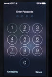 Apple 5 of 5s gaat het wachtwoordscherm in Royalty-vrije Stock Afbeelding