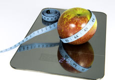Apple on the scale. Symbolic photo for weight loss Stock Photos