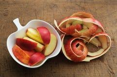 Apple-Scheiben und Apple-Schale Stockbilder