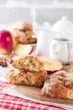 Apple-scones voor ontbijt met de glans van de appelcider Royalty-vrije Stock Afbeelding