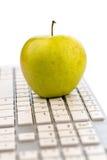 Apple se trouve sur un clavier Images libres de droits