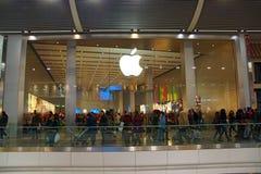 Apple shoppar Fotografering för Bildbyråer