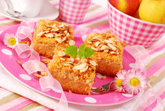 Apple shortcake with almonds Royalty Free Stock Photos