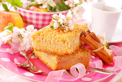 Apple shortcake with crumble Royalty Free Stock Images