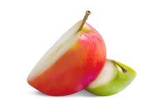 Apple skivor som isoleras med den snabba banan Royaltyfria Bilder