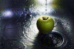 Apple sob a água Fotos de Stock Royalty Free