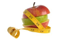 Apple som är församlad från gröna och röda äppleskivor som slås in med mea Arkivbild