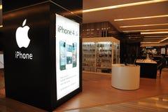 Apple-Speicher mit iphone 4s Anschlagtafel Lizenzfreie Stockfotos