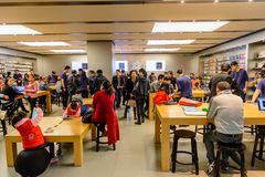 Apple stockent à la route de Nanjing à Changhaï Photographie stock libre de droits