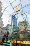 Apple stockent sur la 5ème avenue à Manhattan, New York City Photo stock